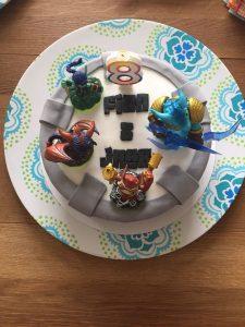 skylanders taart 225x300 - Kindertaart: hoe maak je een trendy eyecatcher?