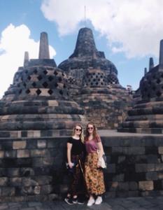 sarong 233x300 - Reis log Indonesië: Java & Bali