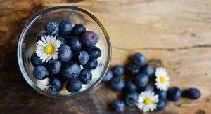 blueberries 2278921 1920 300x163 - Koken met Heleen: Bietenpannenkoekjes met blauwe bessencompote!
